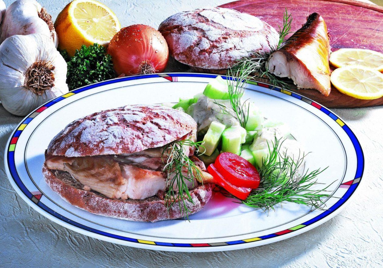 gurkensalat mit makrelenbrot