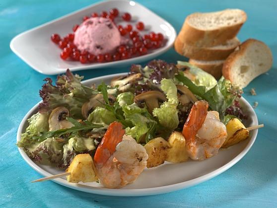 10 Salatteller mit Garnelenspiessen