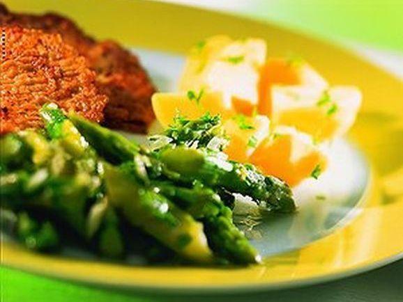 kalbsschnitzel in eihuelle mit spargelsalat