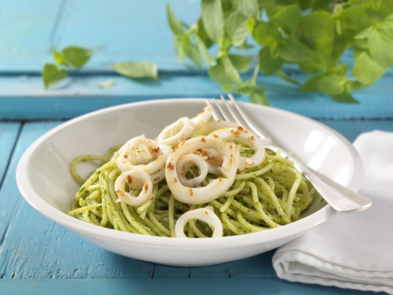 spaghetti mit pesto und calamari