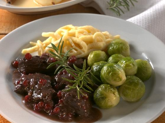 Wildgulasch mit Spätzle und Rosenkohl - BCM Diät Rezepte.ch