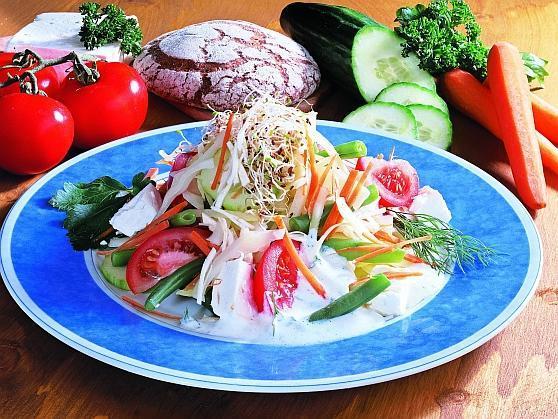 Fitness-Kefir-Salat mit Schafskäse - BCM Diät Rezepte.ch