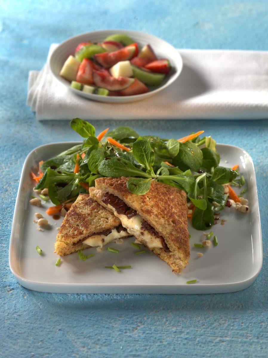 Feldsalat in Nussdressing mit gebackenem Mozzarella-Vollkorntoast - BCM Diät Rezepte.ch