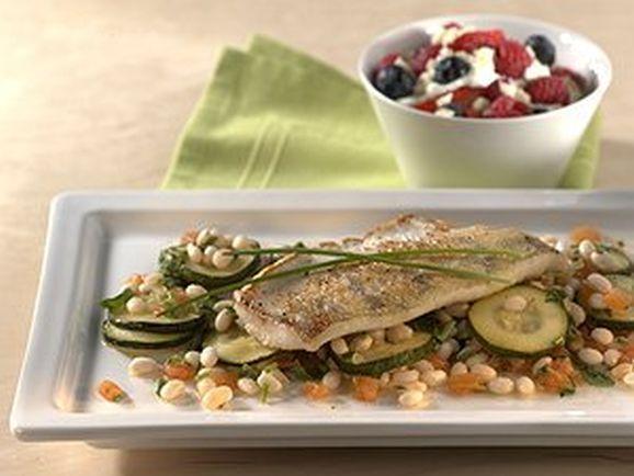 Zanderfilet auf gebratenen Zucchini in Bohnen-Kräutervinaigrette - BCM Diät Rezepte.ch