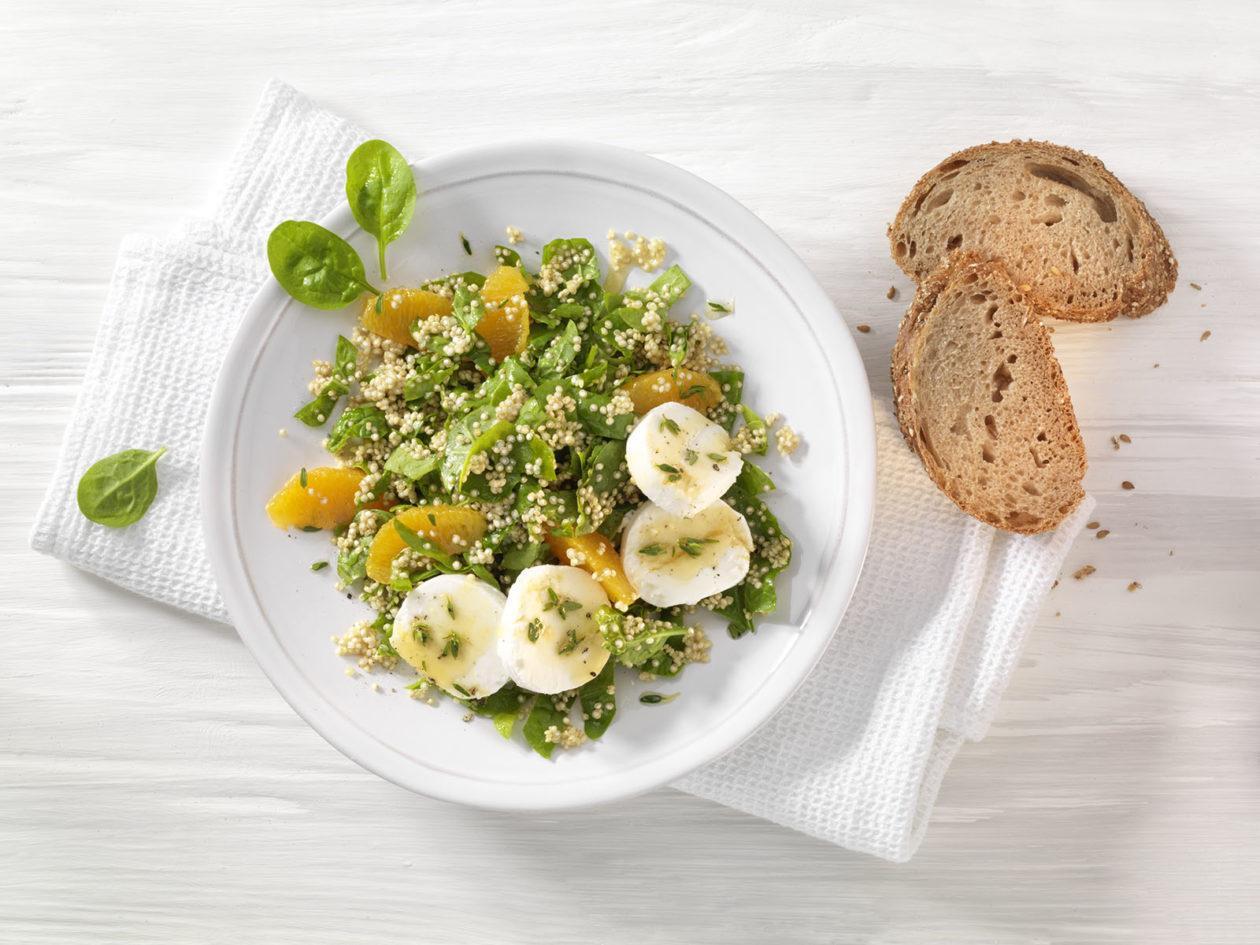 Spinat-Salat mit Quinoa, Orangendressing und Ziegenkäse - BCM Diät Rezepte.ch